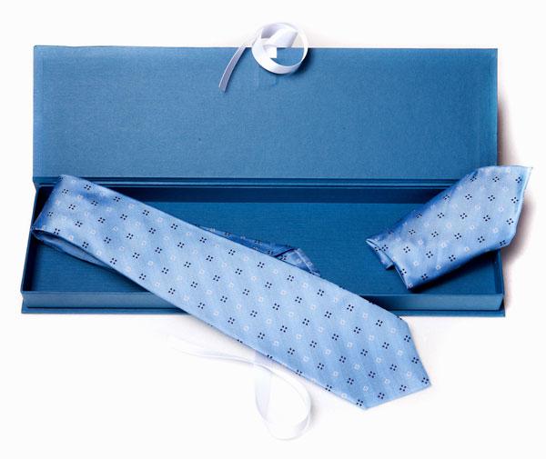 scatola-regalo-con-cravatta